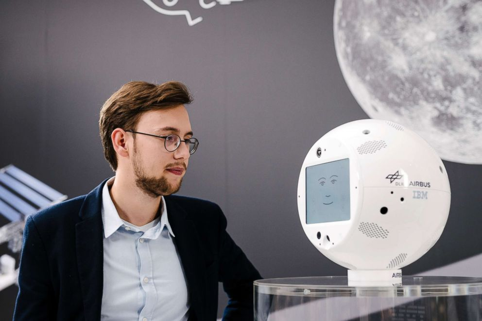 Astronavt Robot CİMON